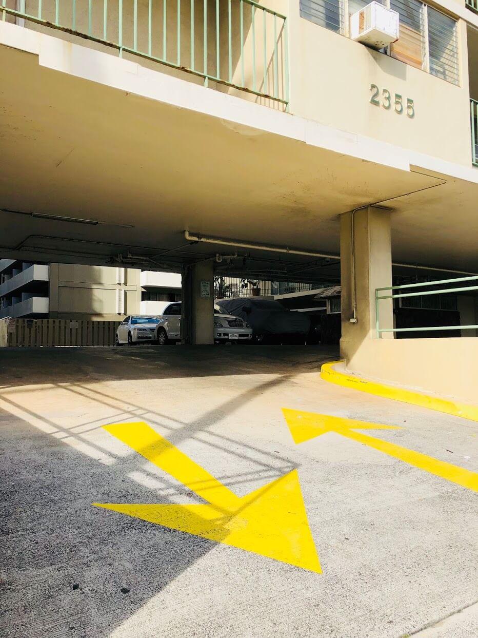 Ala Wai Palmsの駐車場