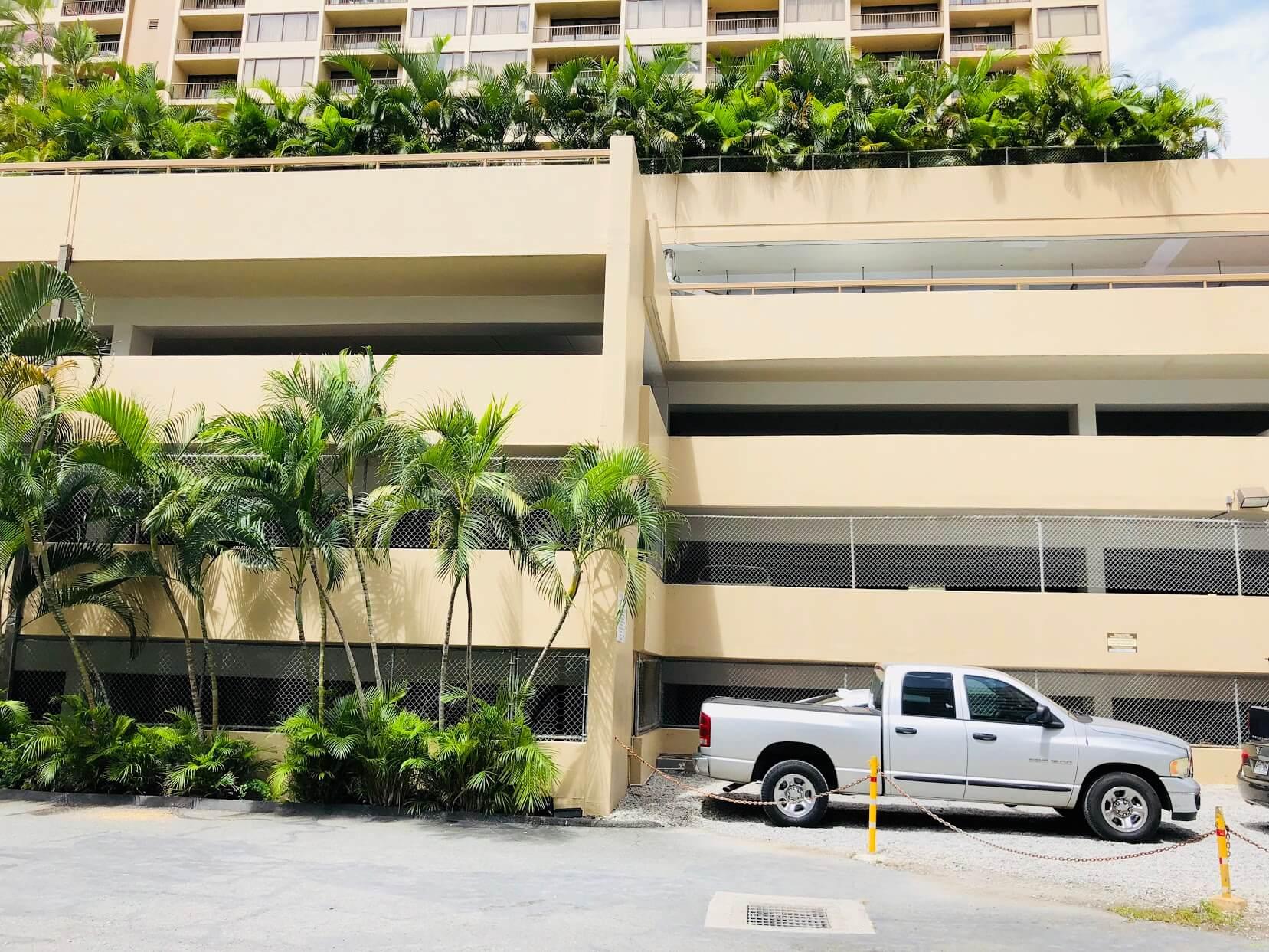 Chateau Waikikiの駐車場