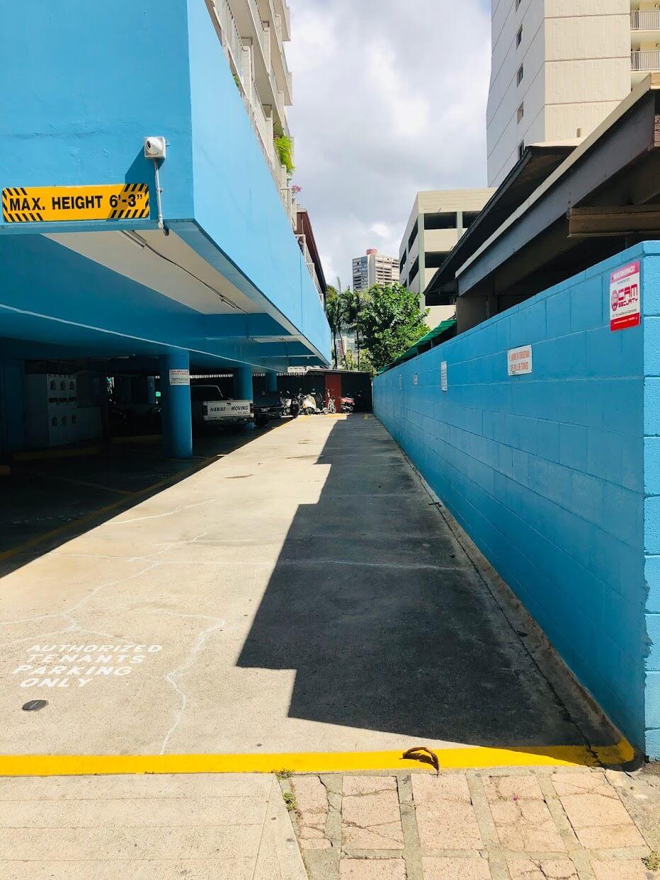 441 Lewersの駐車場