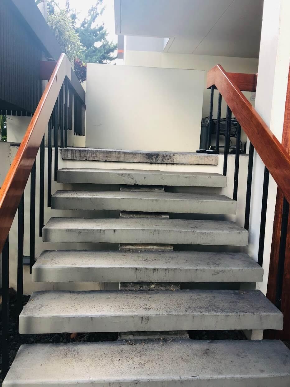 Ala Wai Mansionの階段