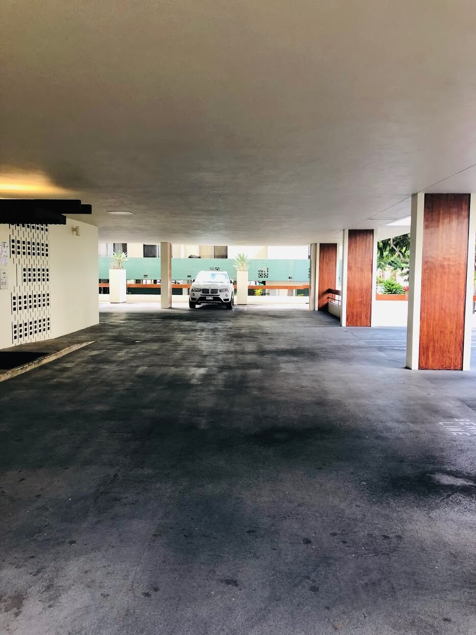 Ala Wai Mansionの駐車場
