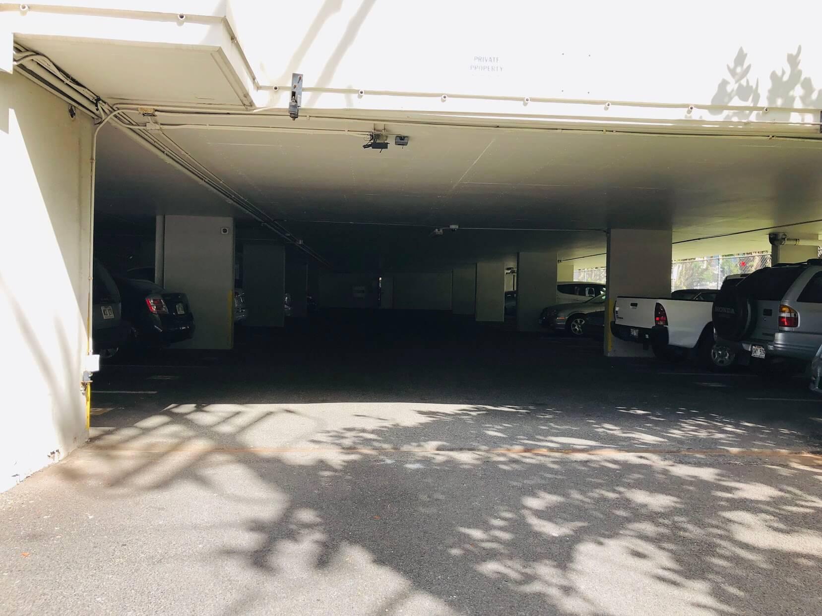 Atkinson Plazaの駐車場