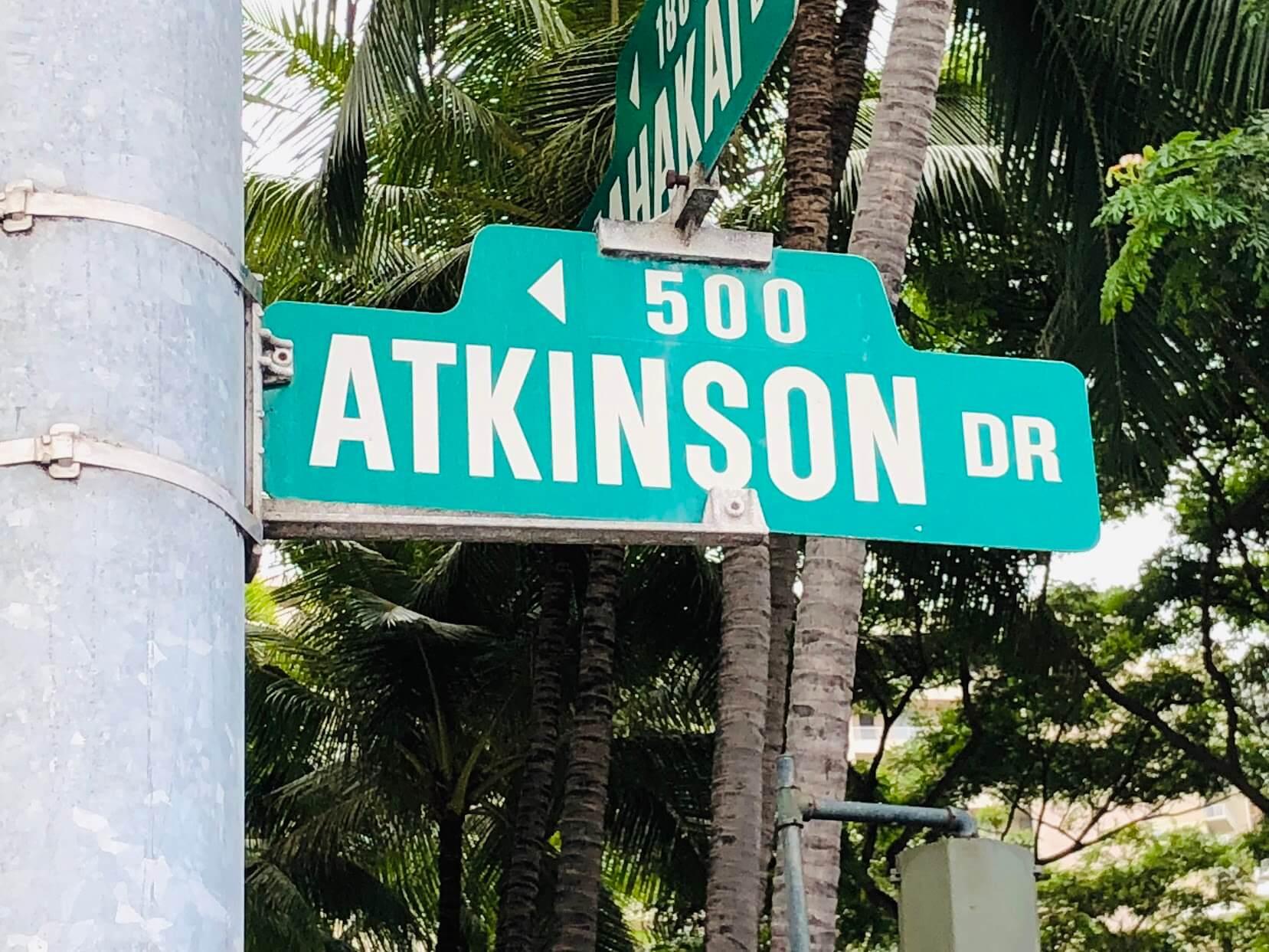 Atkinson Plazaの案内標識