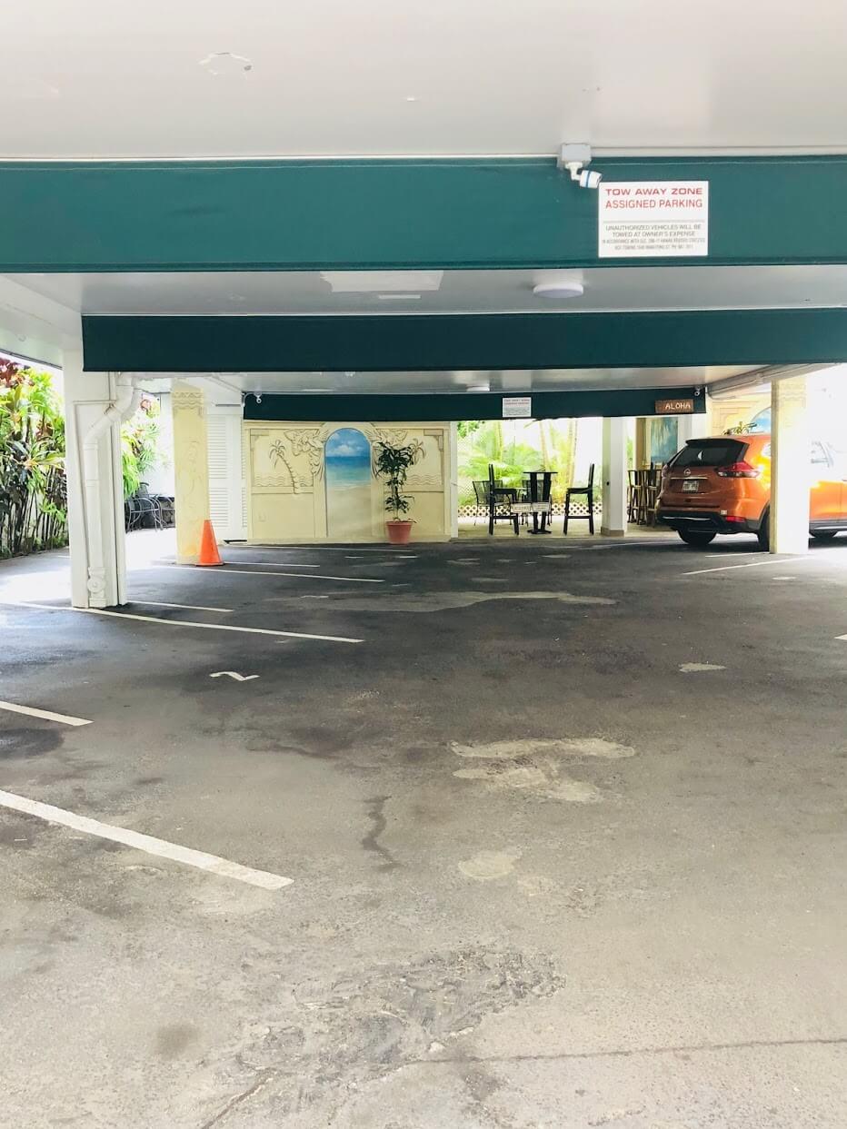 Cabana At Waikikiの駐車場