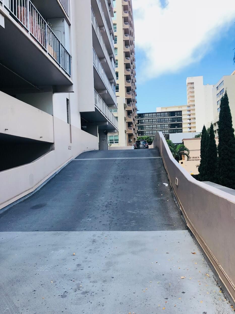 Crescent Parkの駐車場