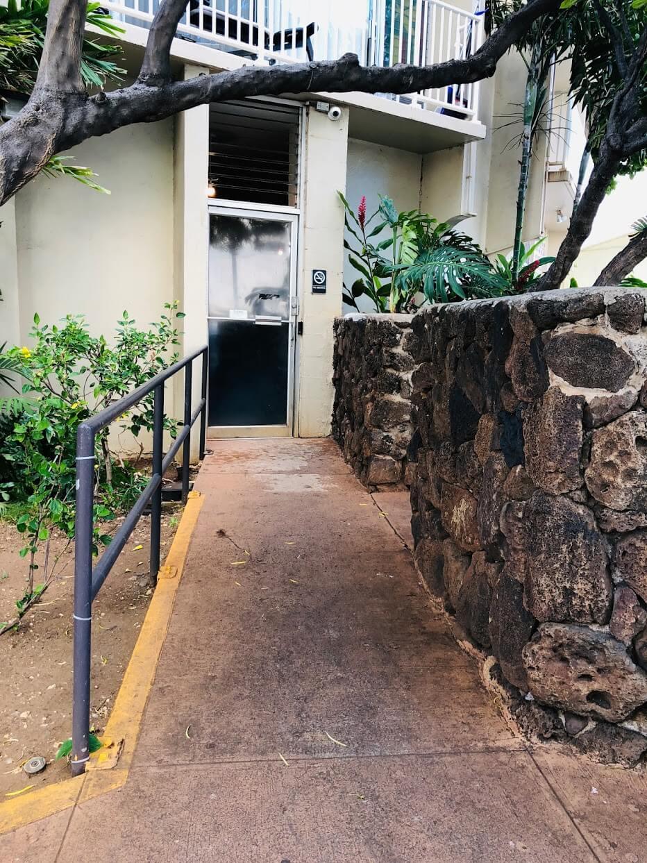 Holiday Villageの出入口