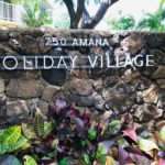 Holiday Villageの看板