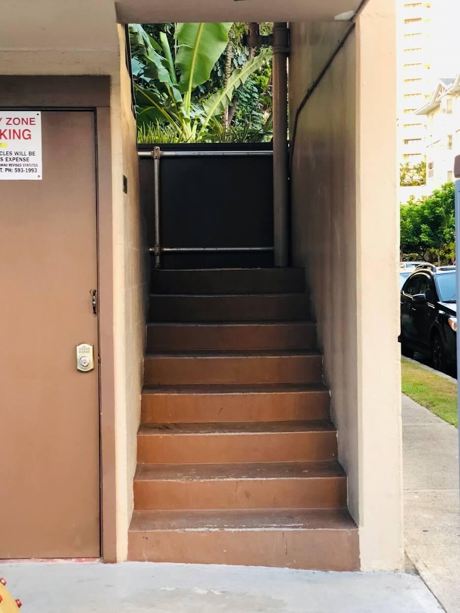 Laniakea Apartmentsの階段
