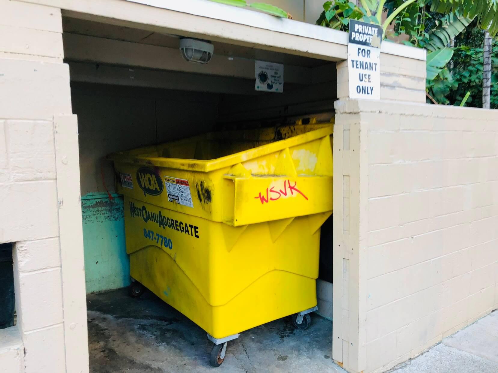 Laniakea Apartmentsのゴミ集積場