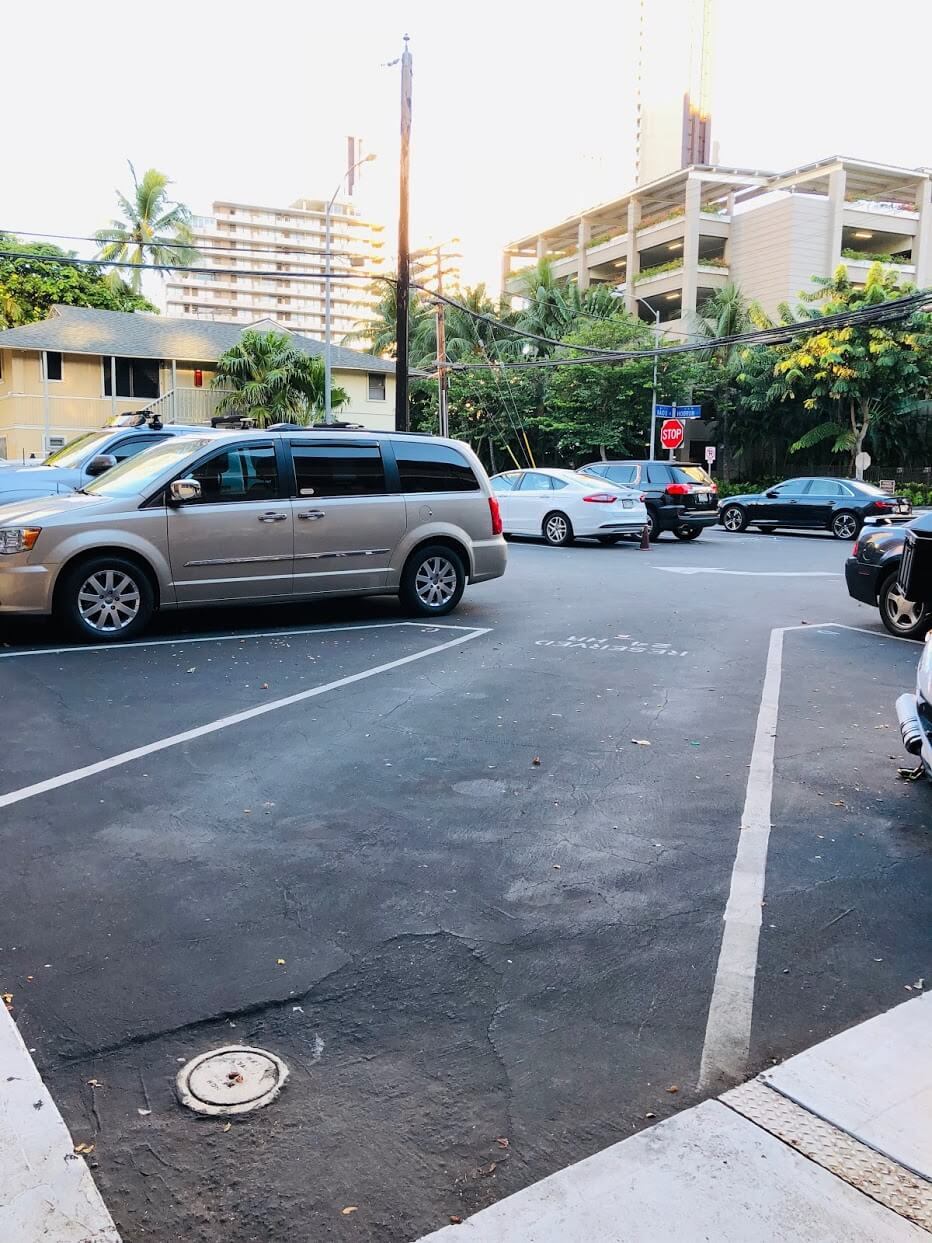 Laniakea Apartmentsの駐車場