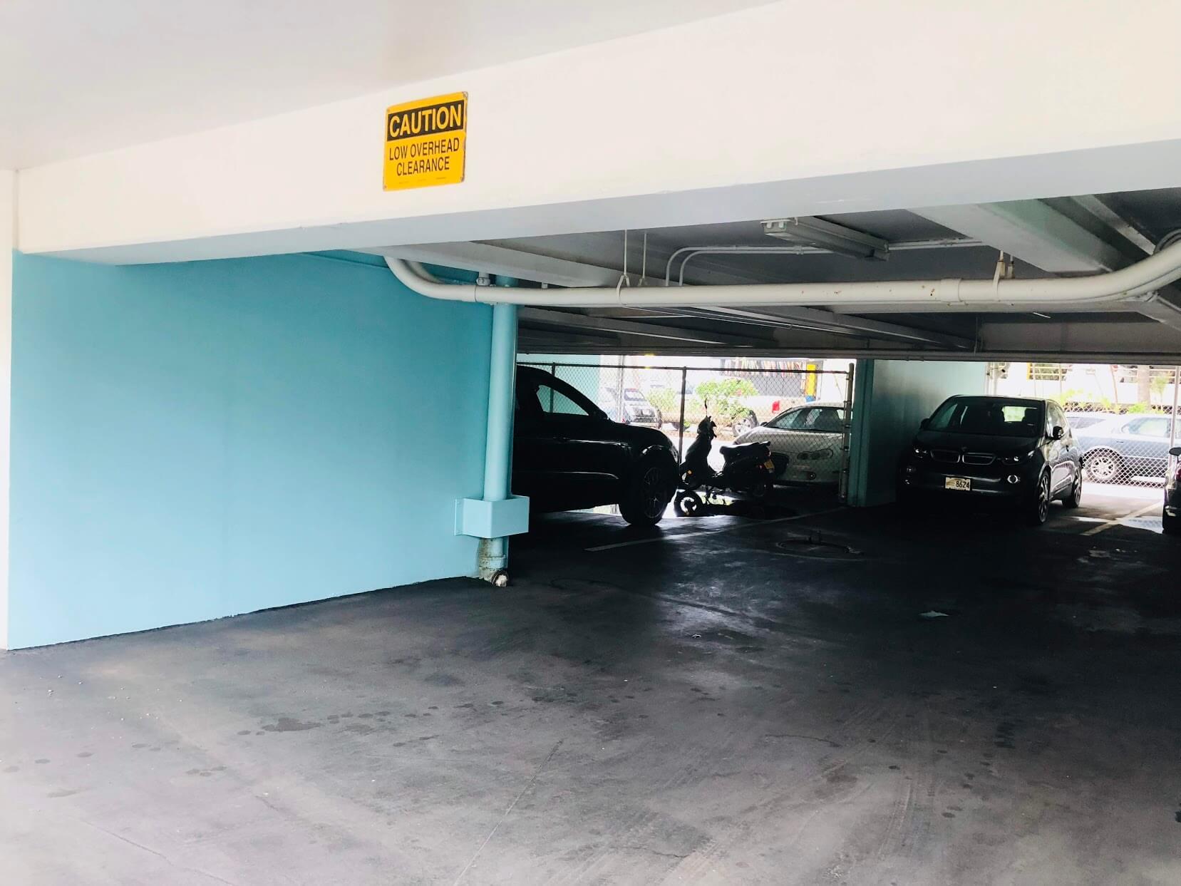 Makee Ailanaの駐車場