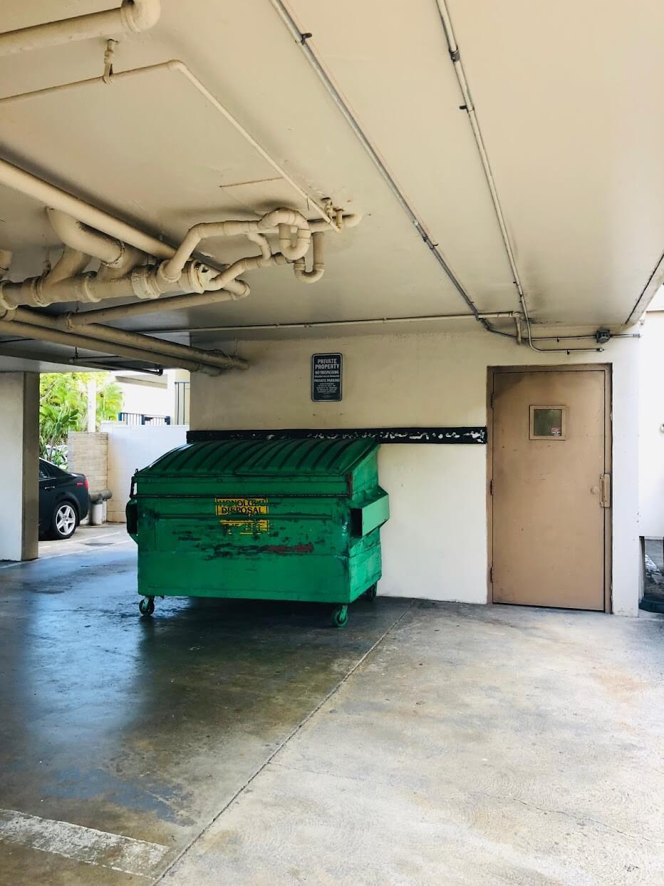 Regency Ala Waiのゴミ箱
