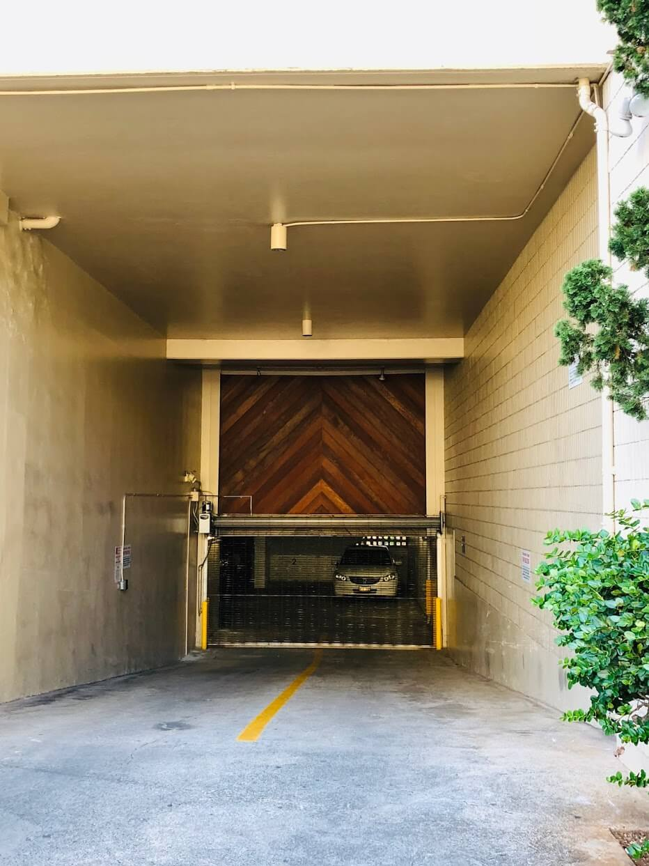 Royal Alohaの駐車場