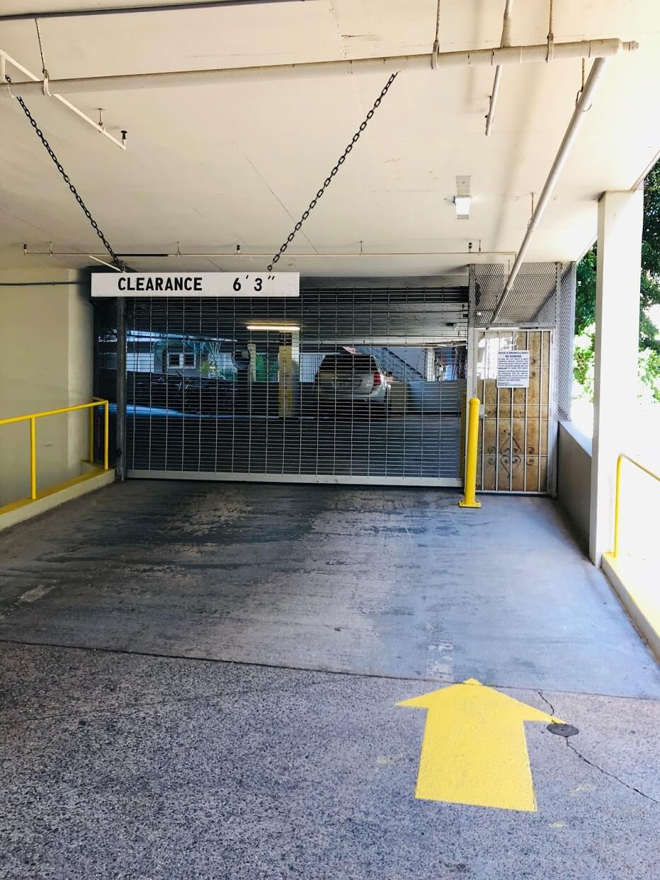 Waikiki Marinaの駐車場