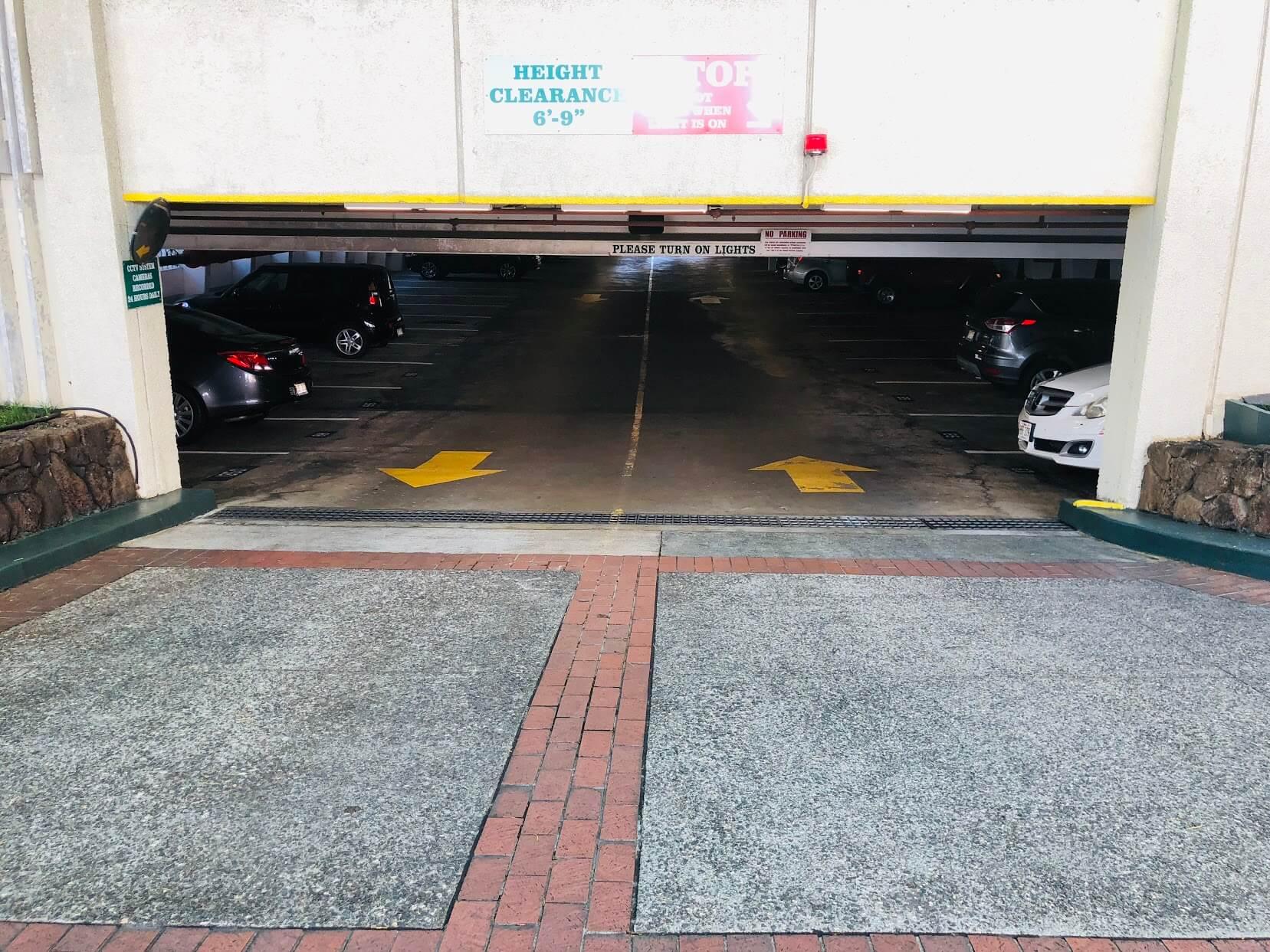 1350 Ala Moanaの駐車場