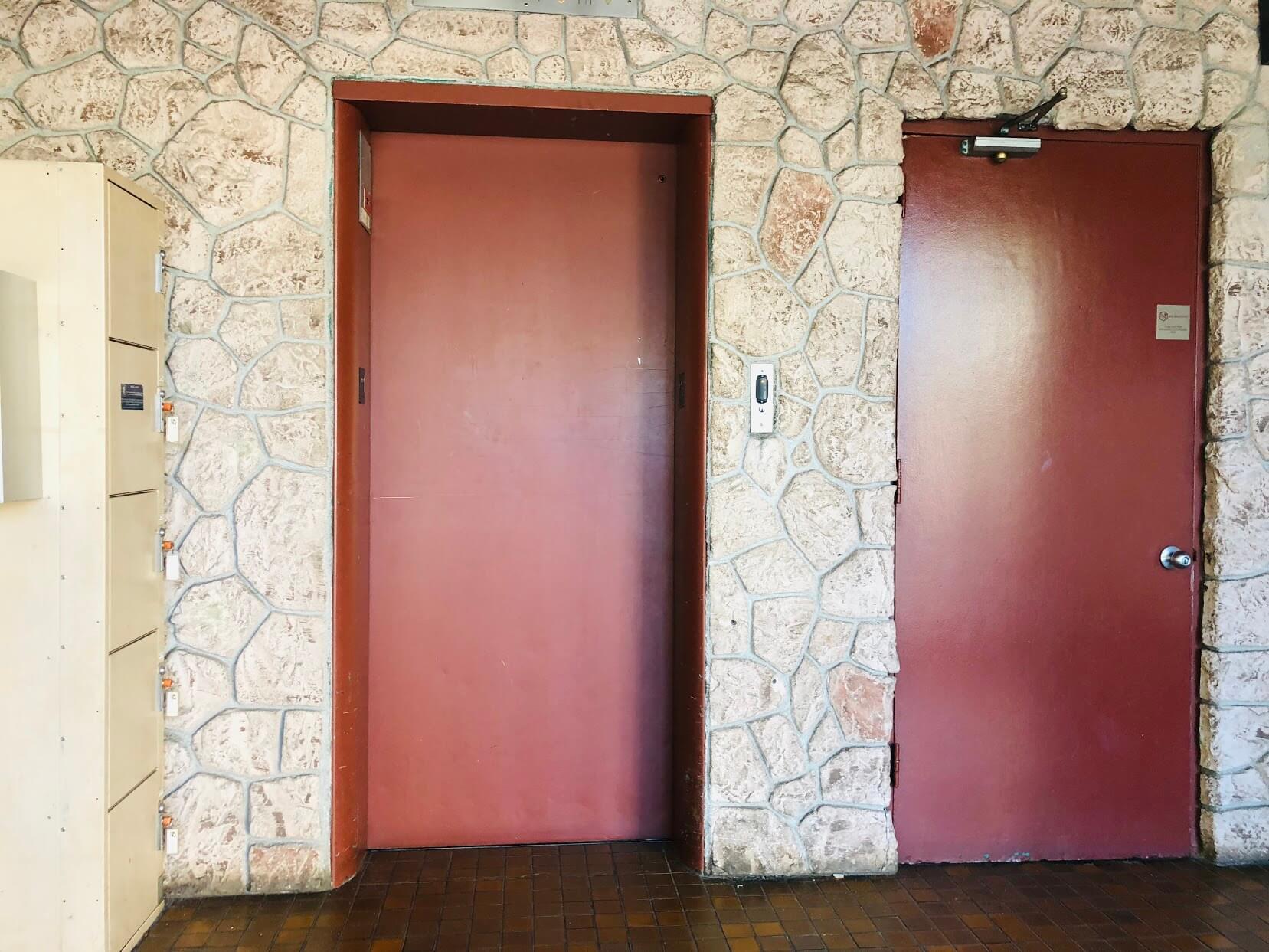 222 Kaiulani Apartmentsのエレベーター