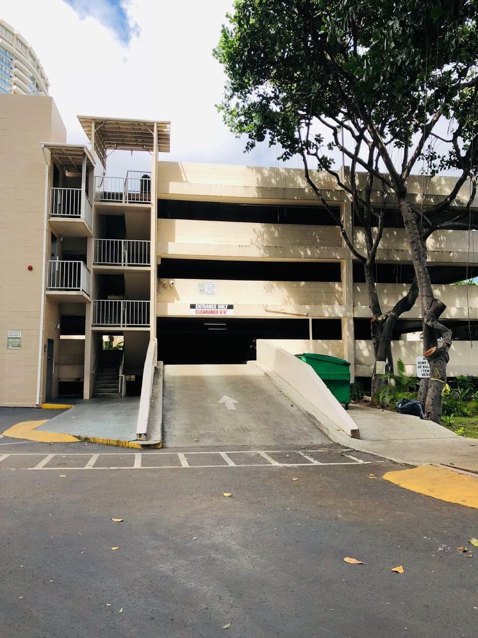 500 Ala Wai Plazaの駐車場