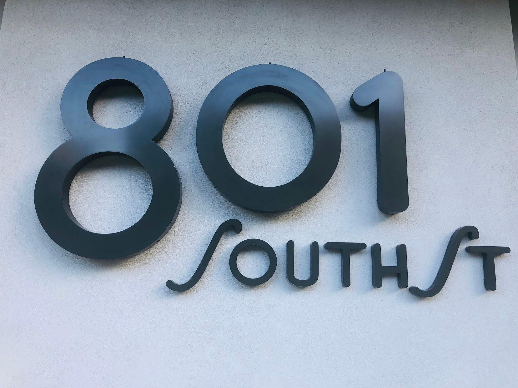 801 South Stの看板