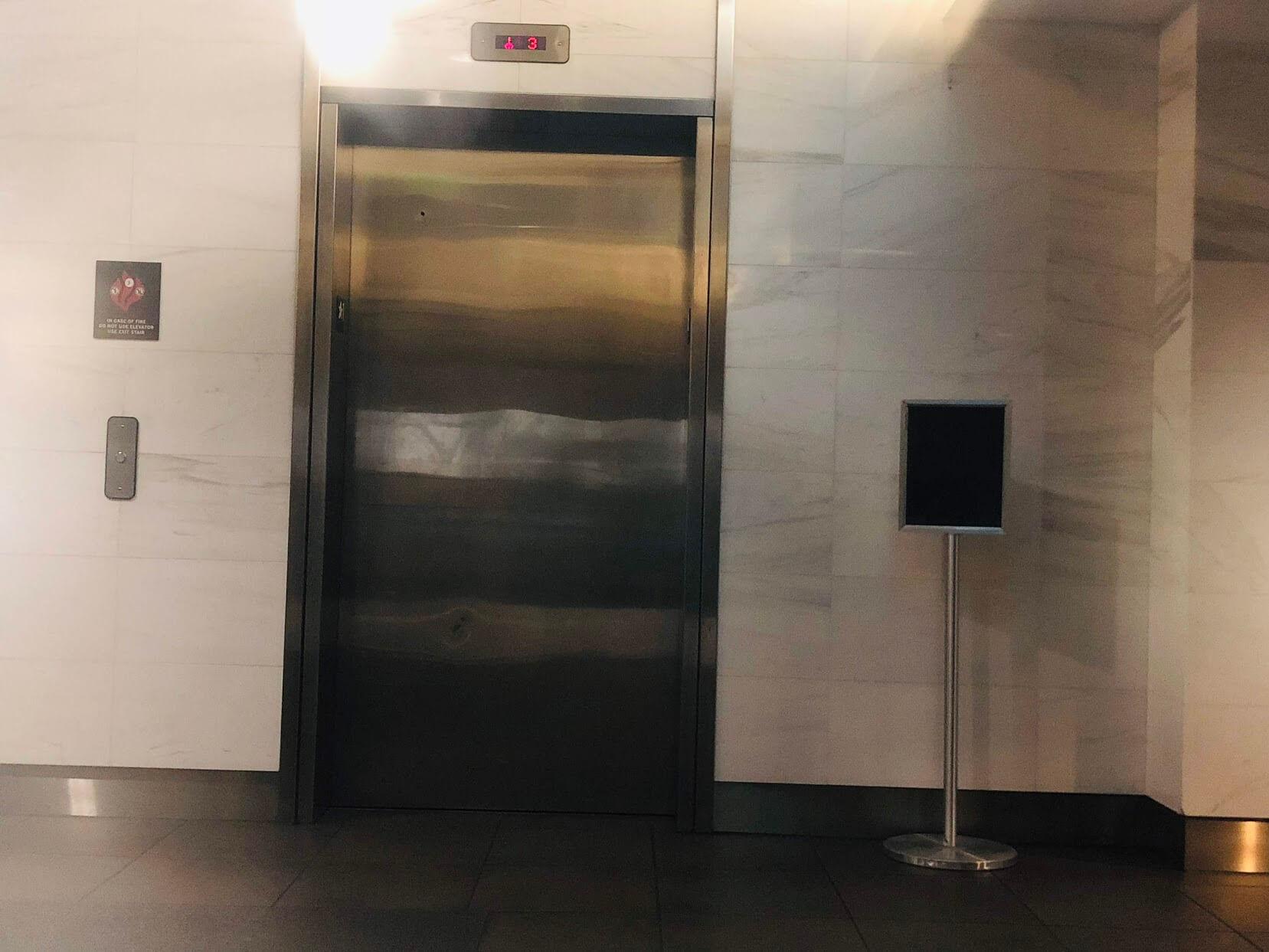909 Kapiolaniのエレベーター