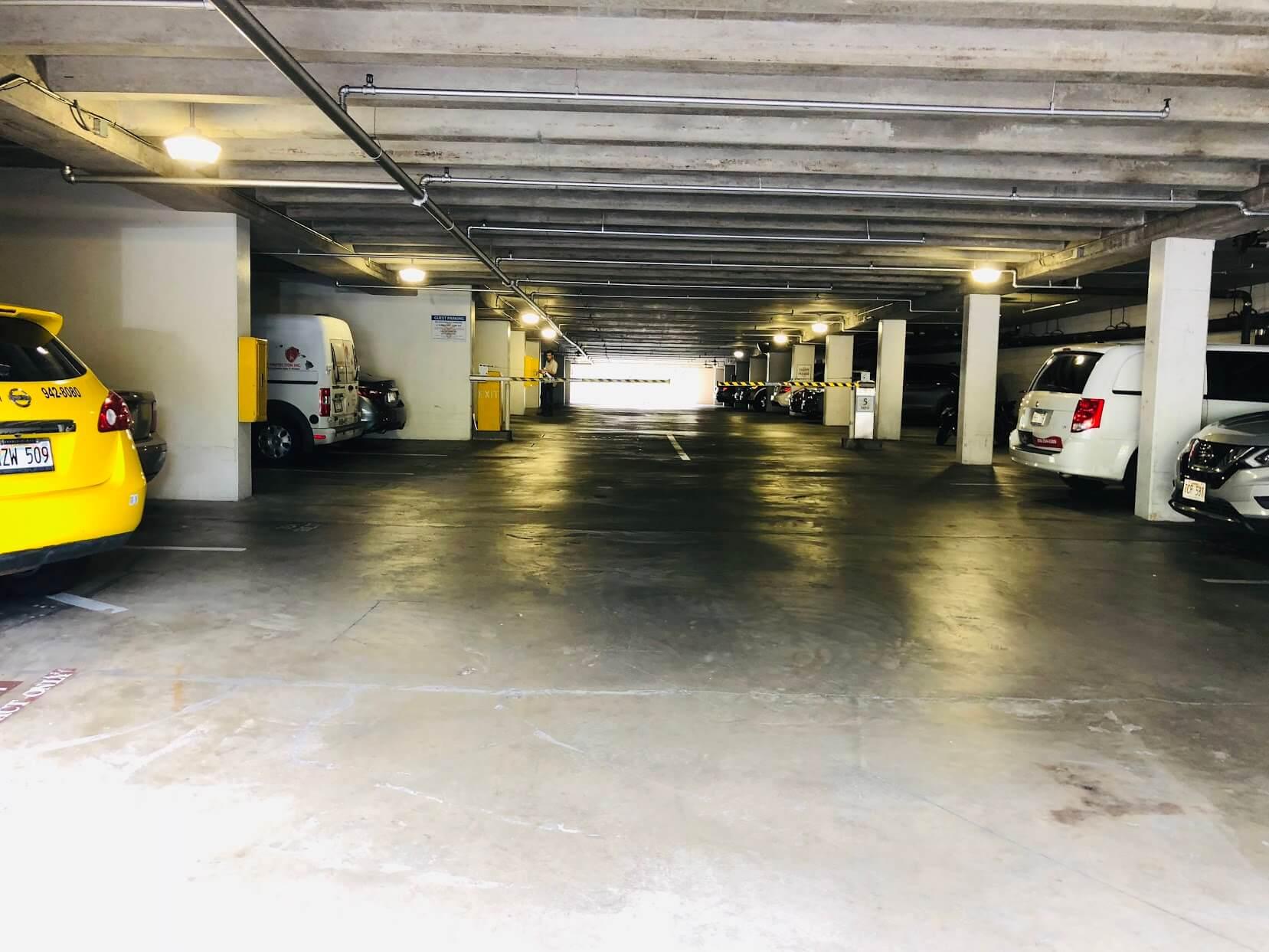 Admiral Thomasの駐車場