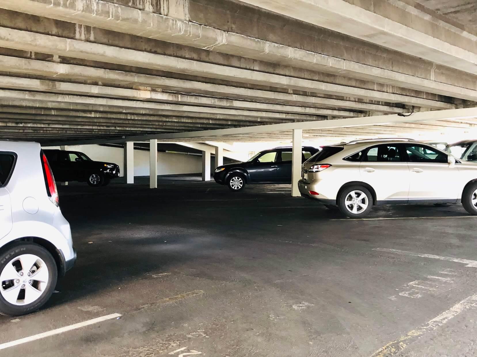 Ala Wai Coveの駐車場