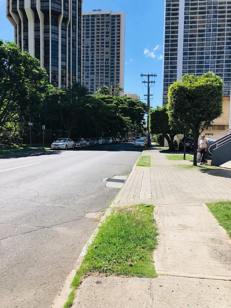 Ala Wai Eastの道路