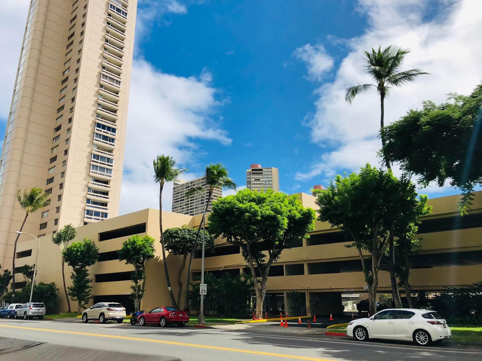 Ala Wai Sky Riseの駐車場