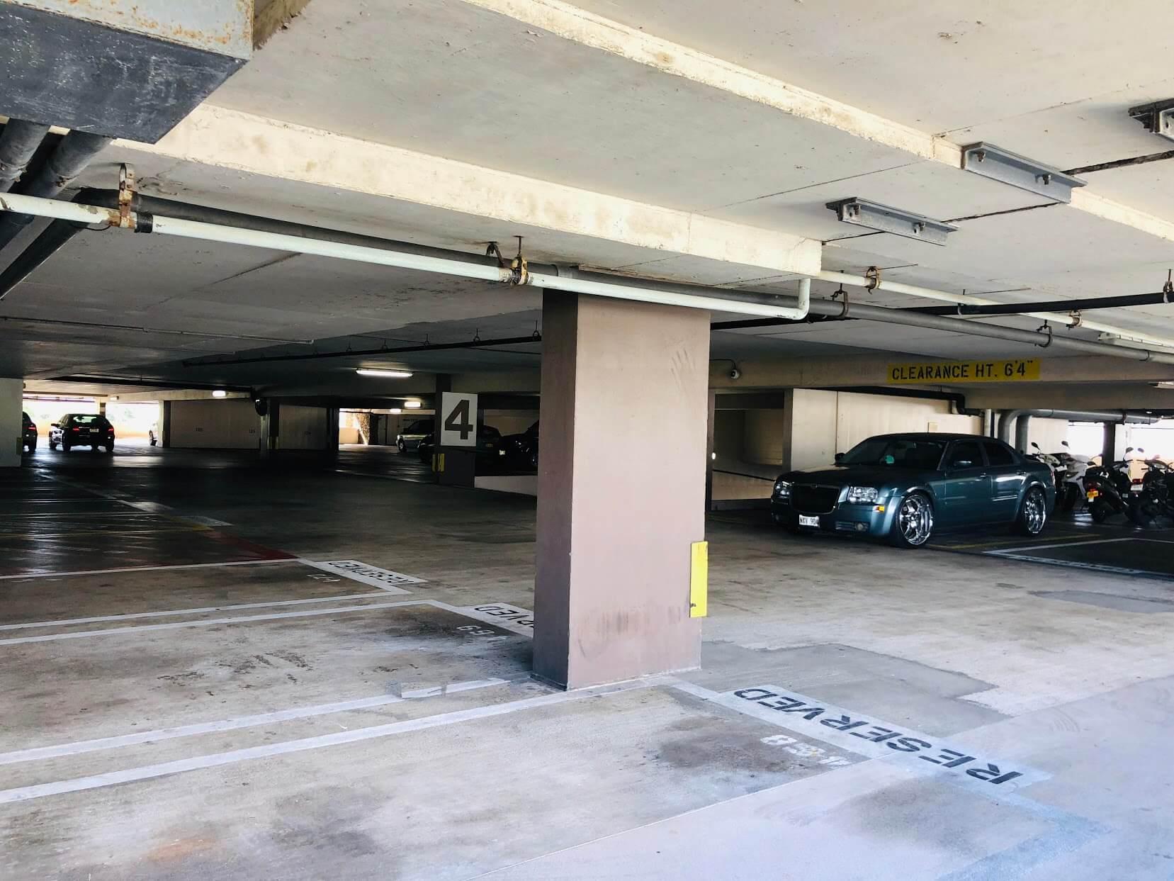 Century Centerの駐車場