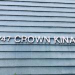 Crown Kinauの看板