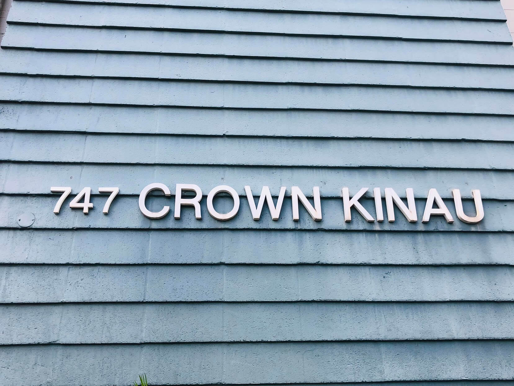 Crown Kinauの看板