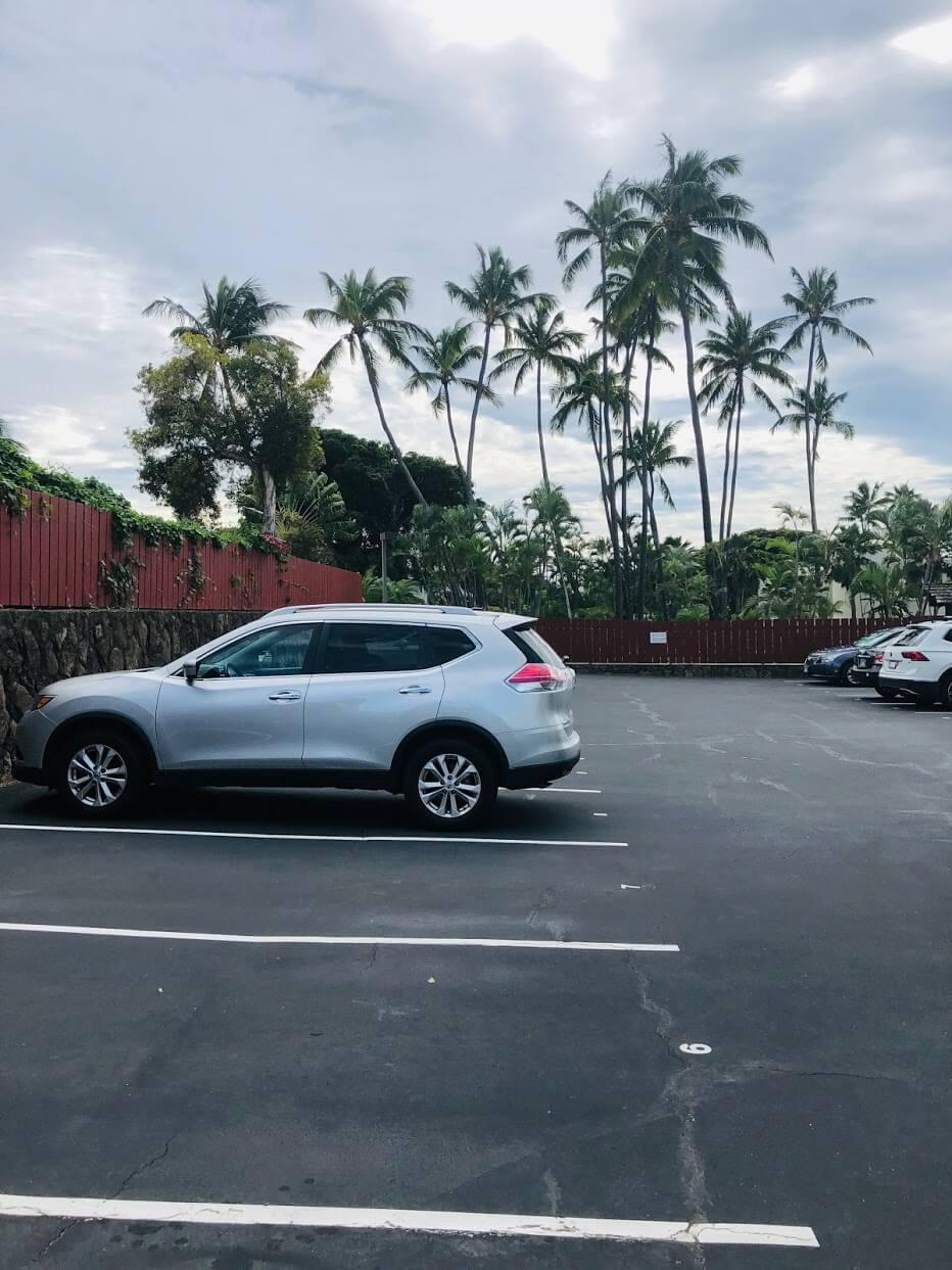 Diamond Head Hillsideの駐車場