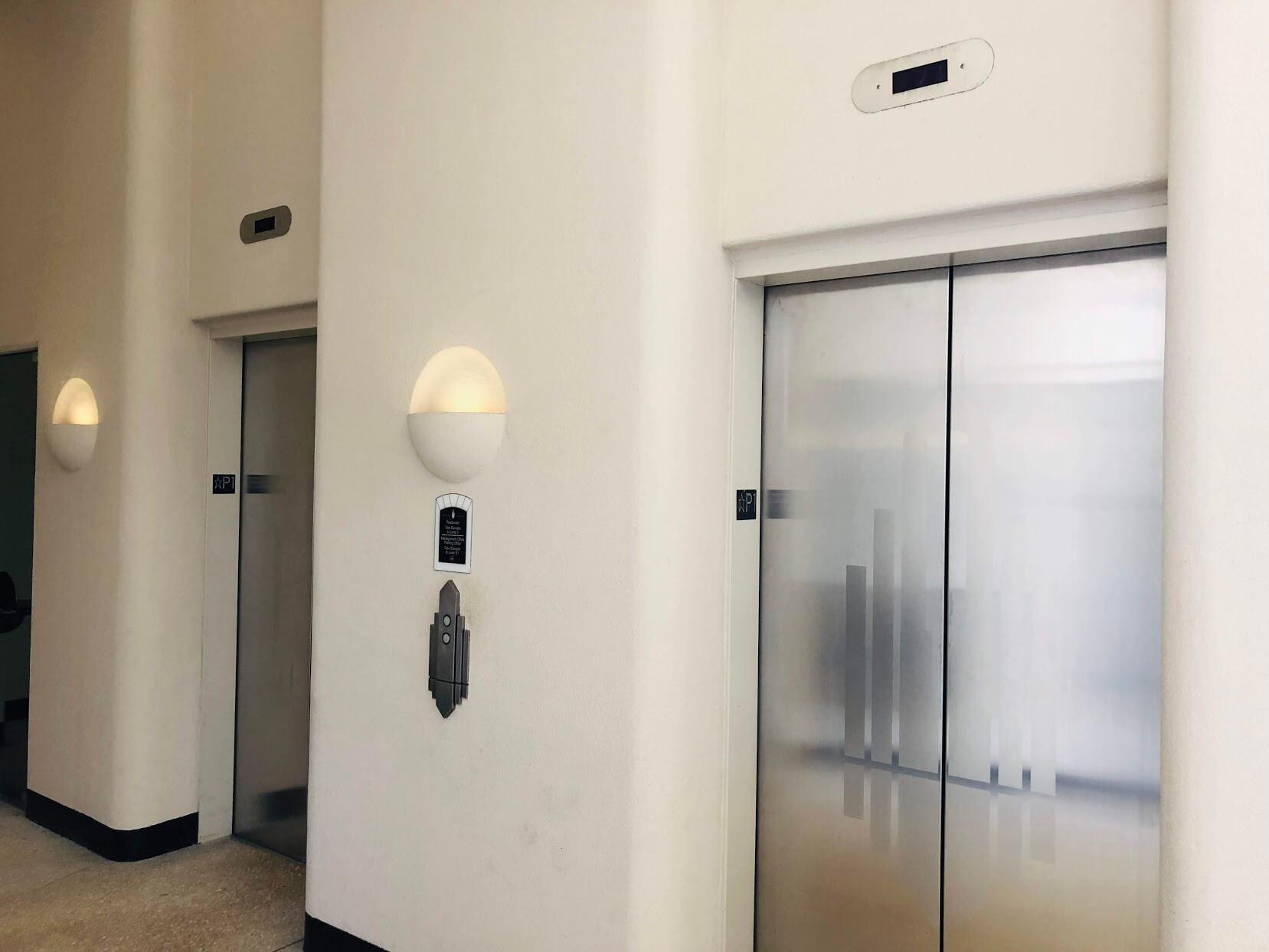 Harbor Courtのエレベーター