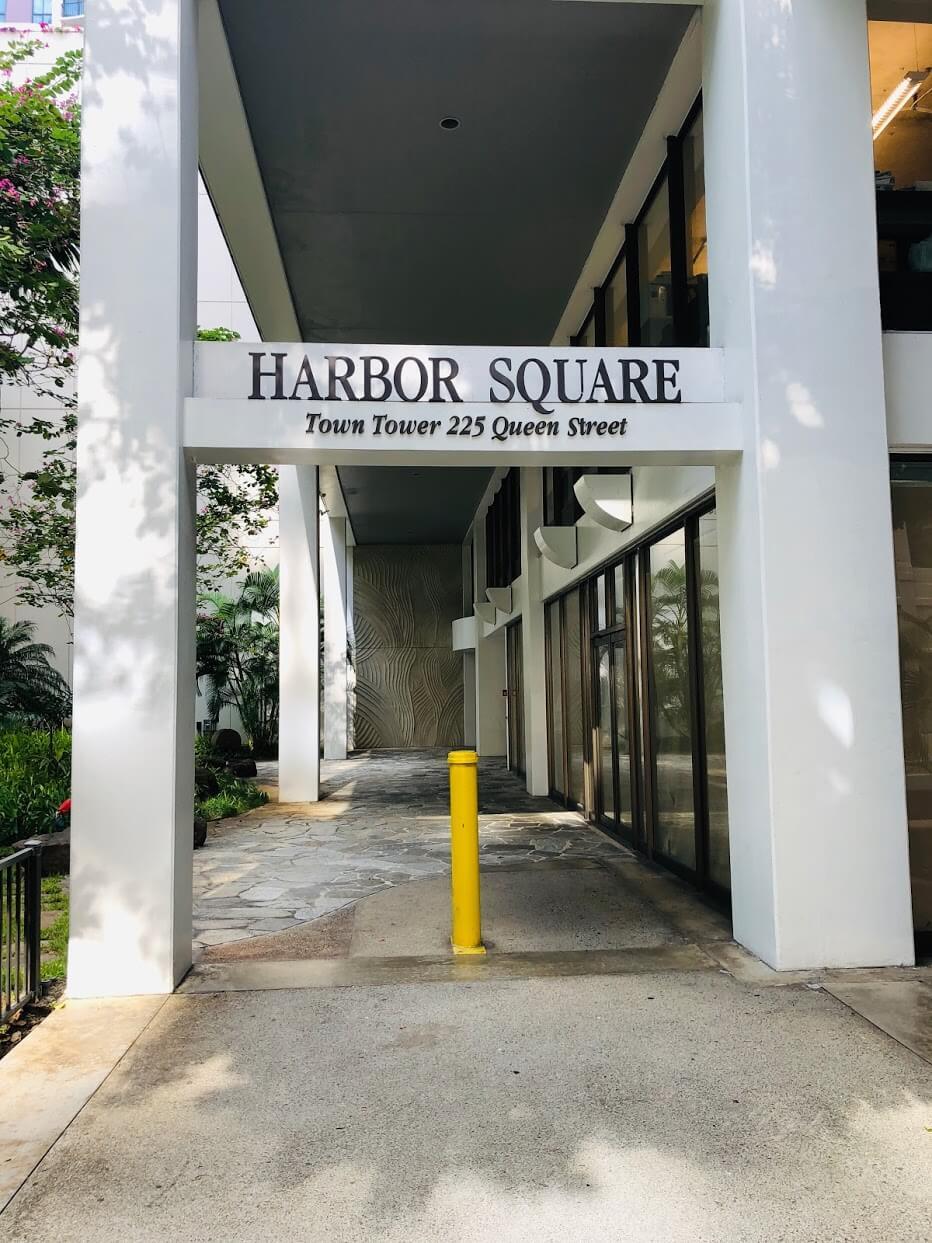 Harbor Squareの看板