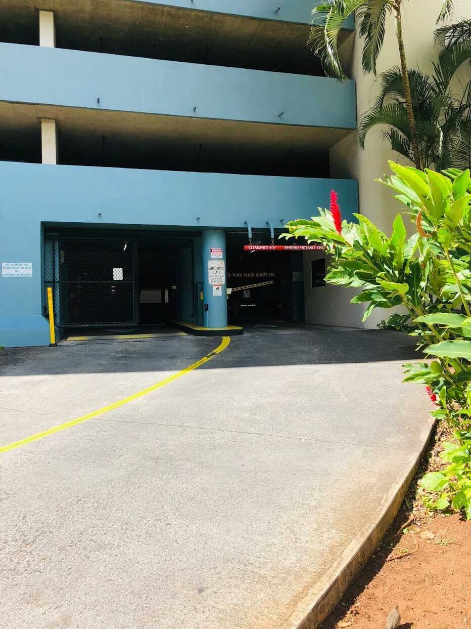 Honolulu Park Placeの駐車場