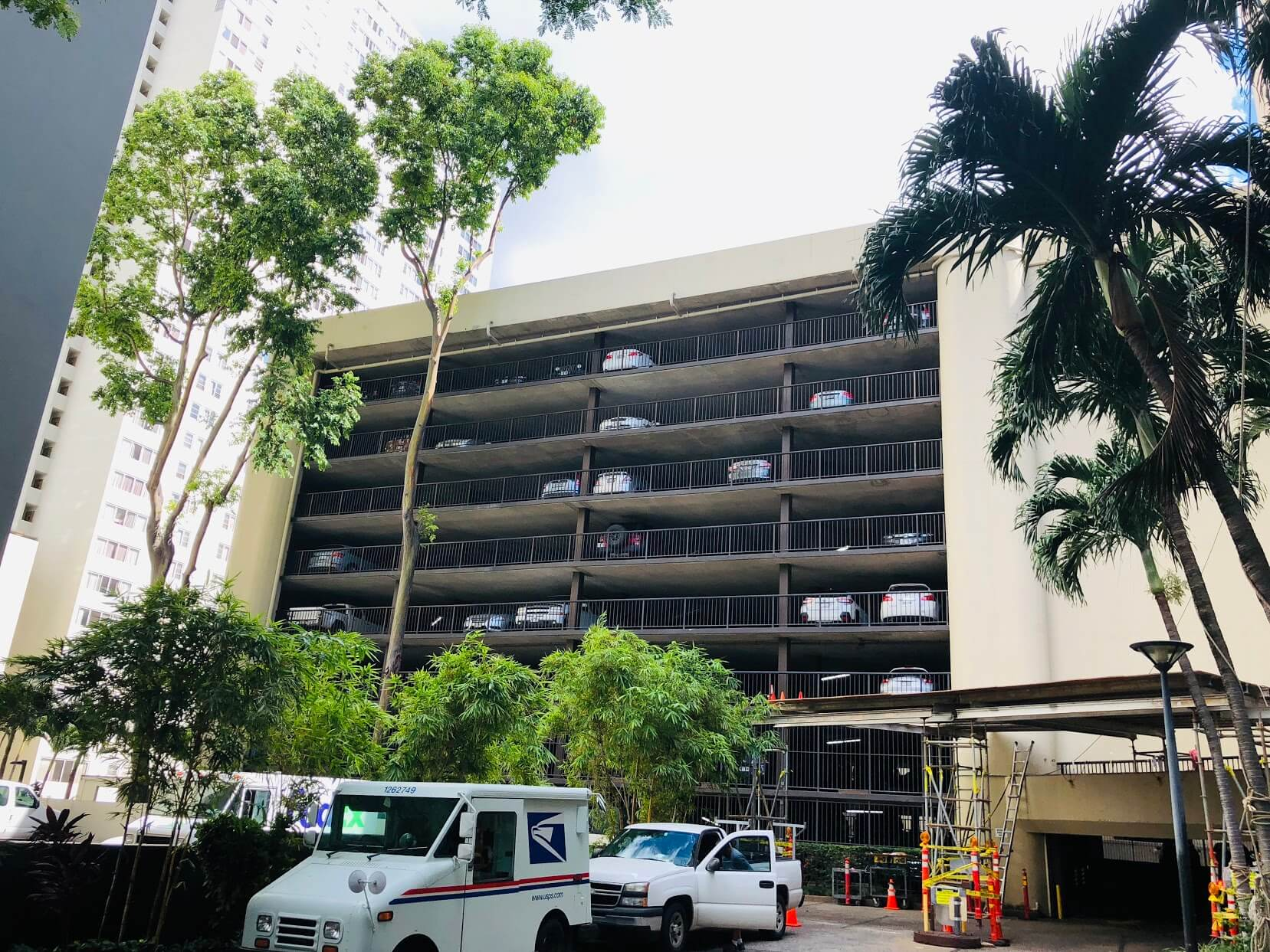 Honolulu Towerの駐車場