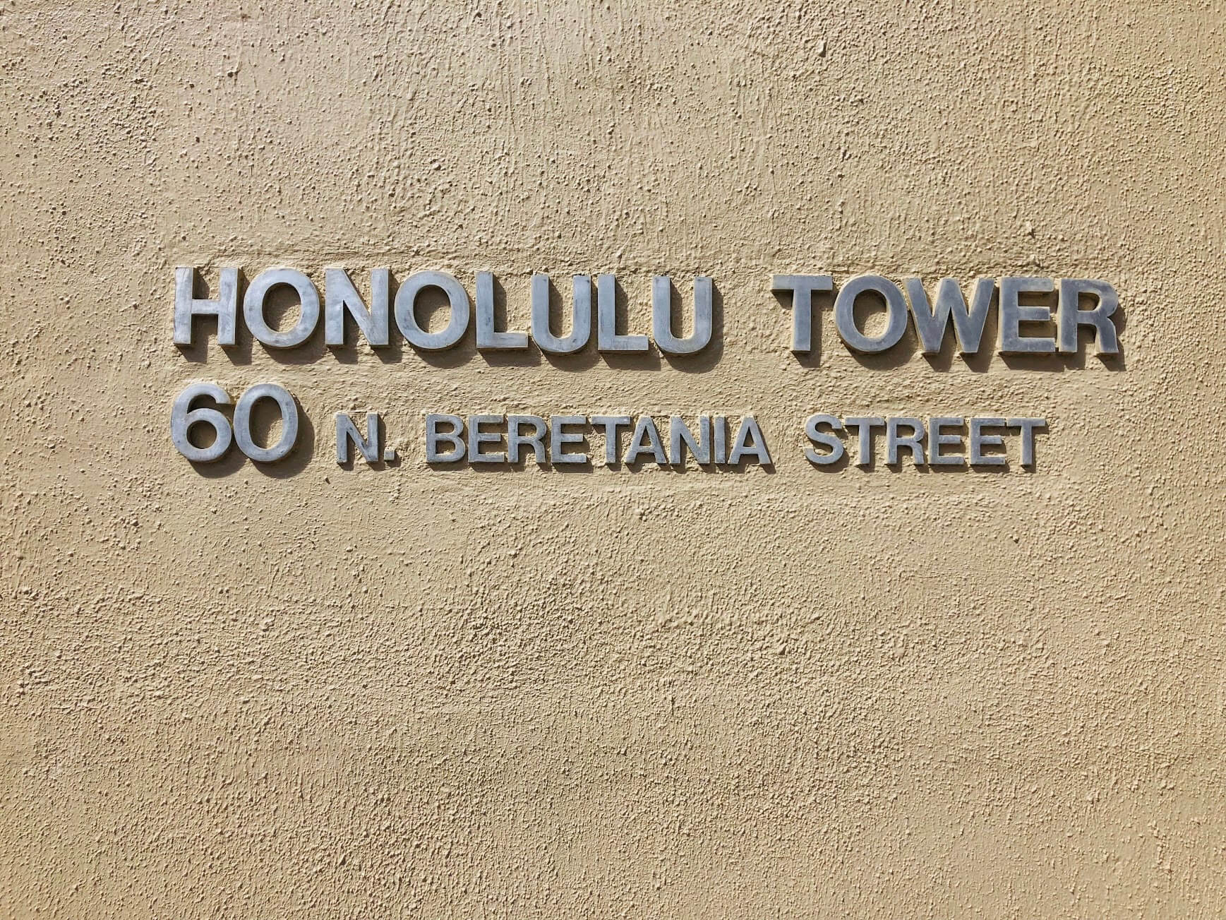 Honolulu Towerの看板