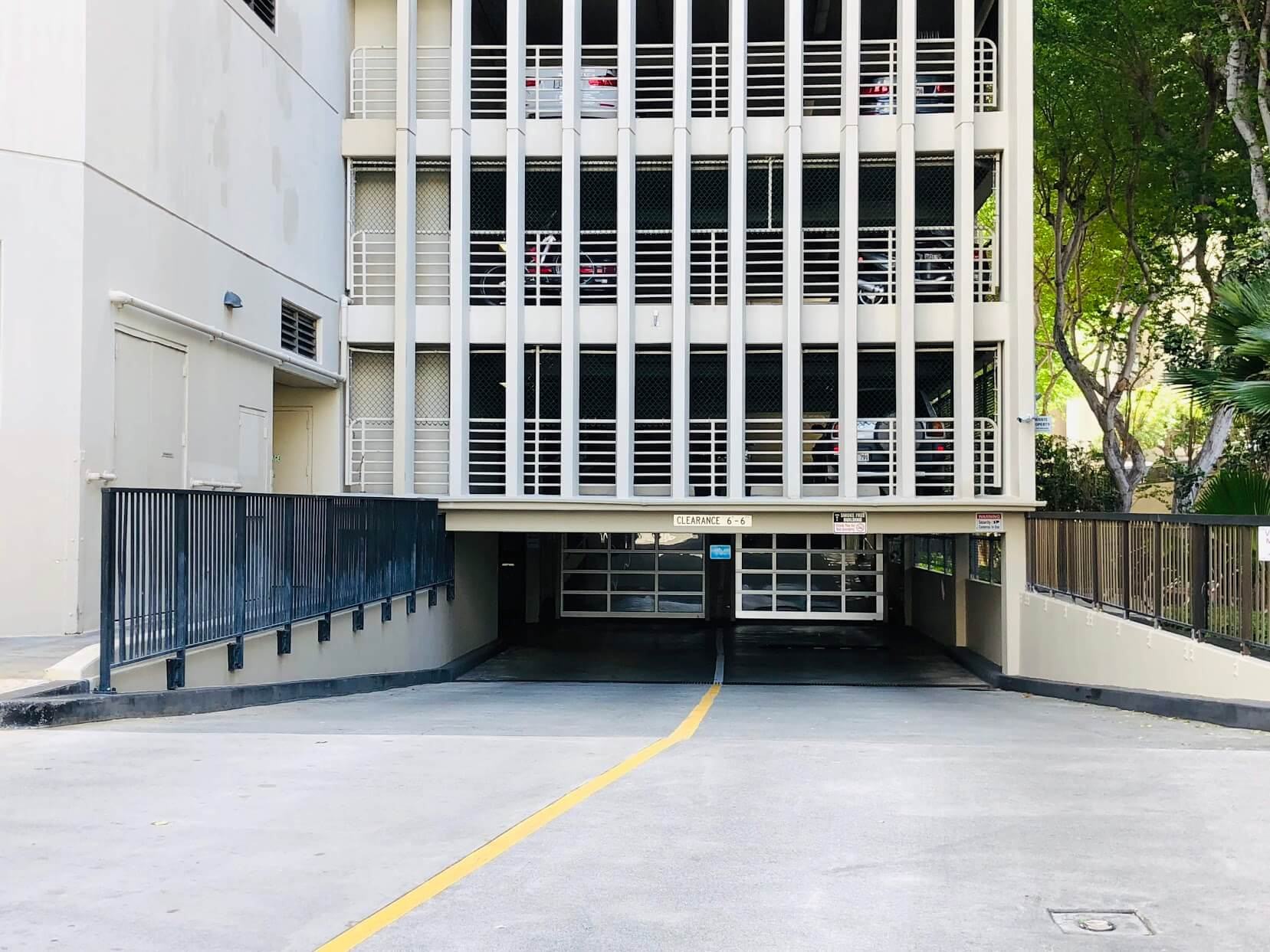 Iolani Court Plazaの駐車場