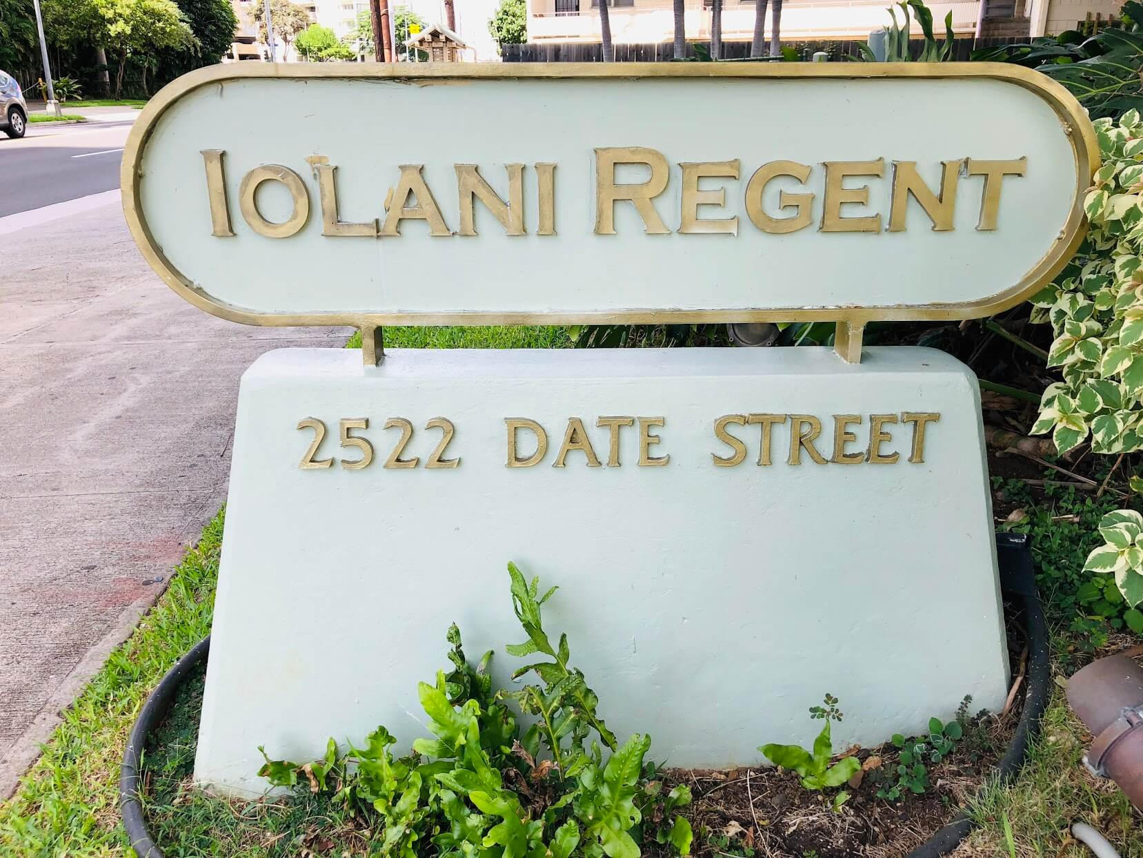 Iolani Regentの看板