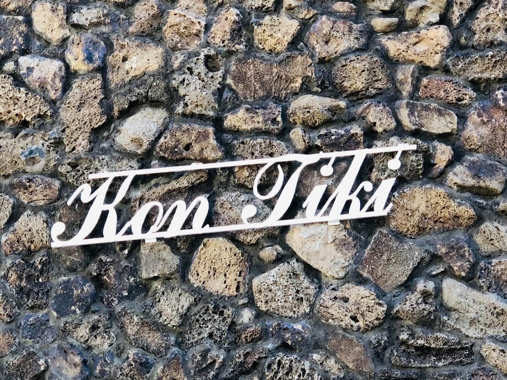 KON TIKIの看板