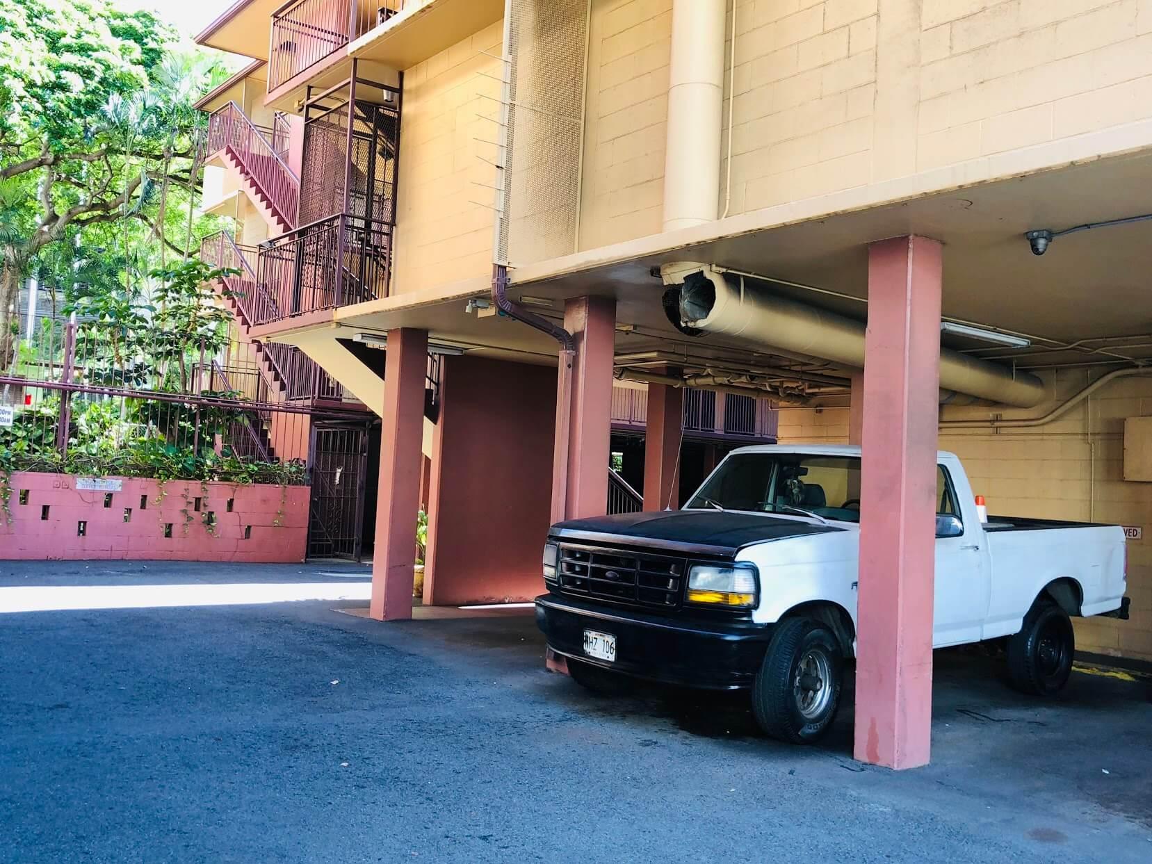 Kuhio Ebbtideの駐車場