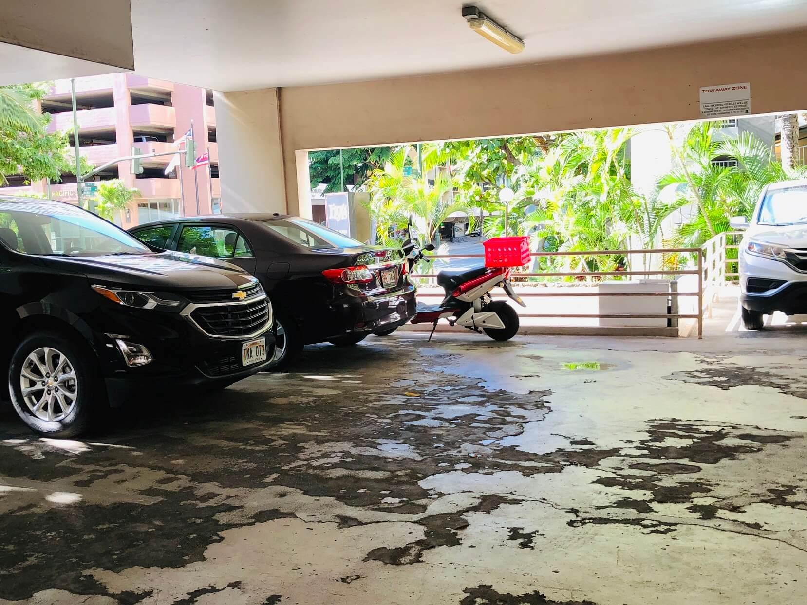Kuhio Plazaの駐車場