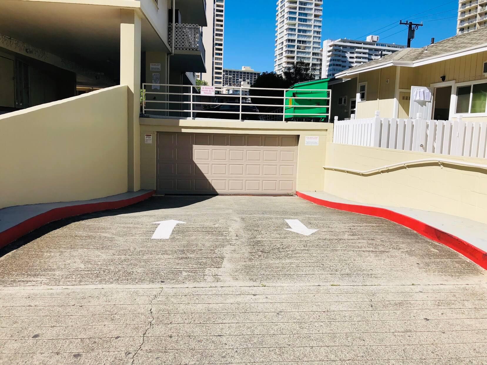 Liliuokalani Plazaの駐車場