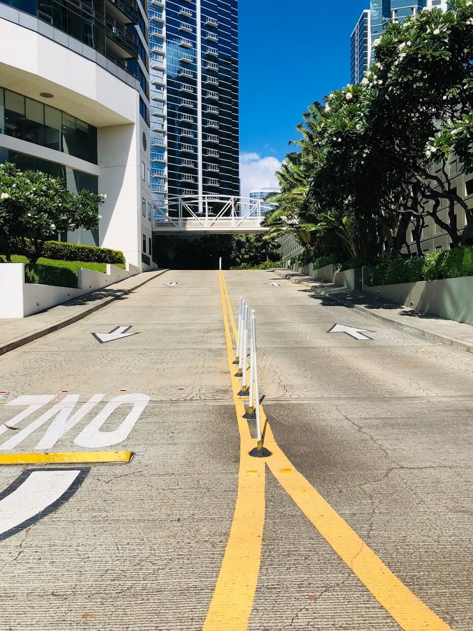 Nauru Towerの道路