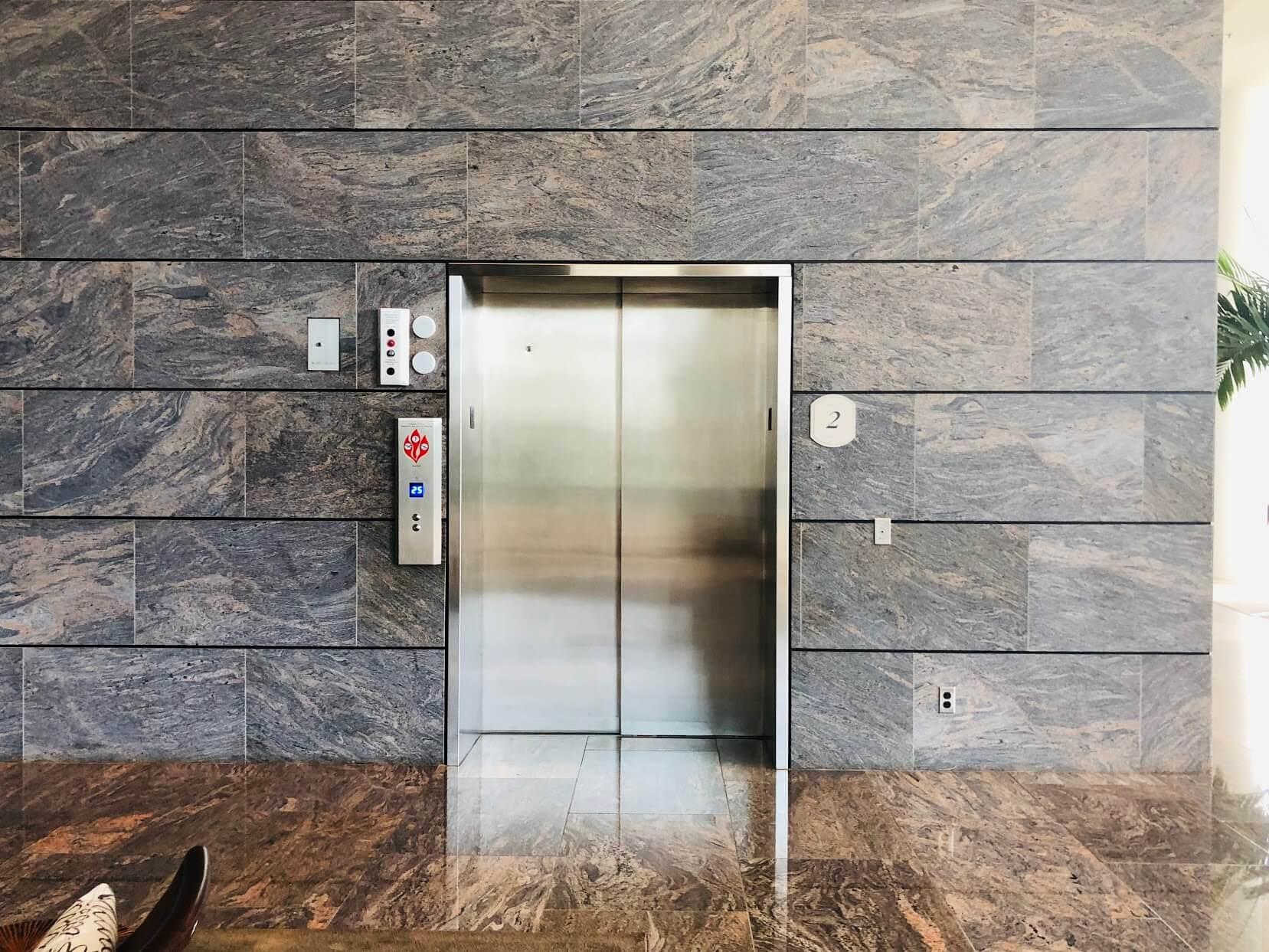 Nauru Towerのエレベーター