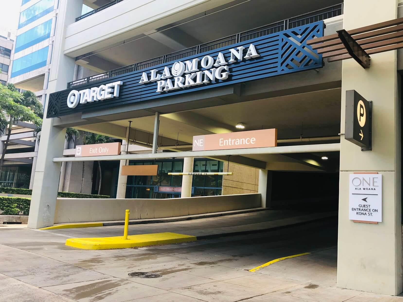 One Ala Moanaの駐車場