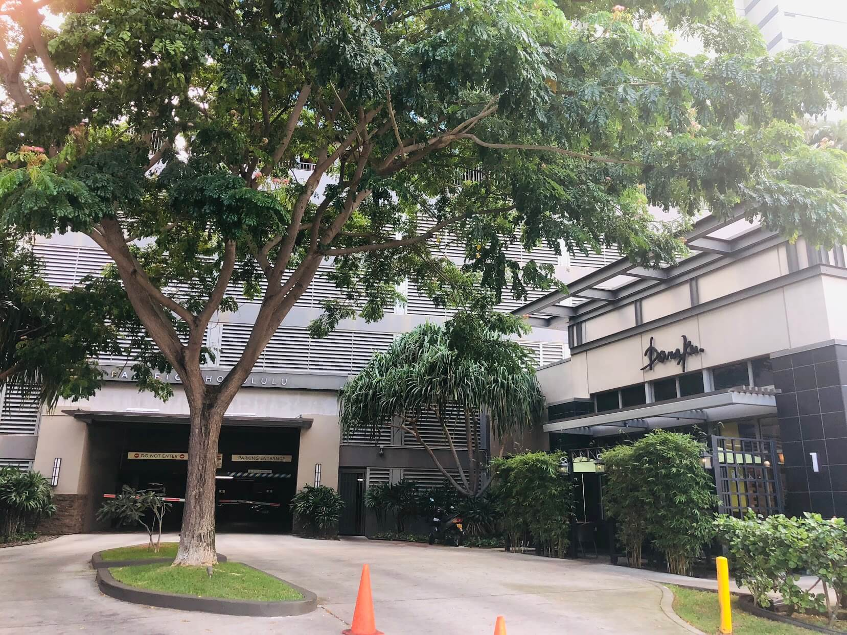 Pacifica Honoluluの駐車場