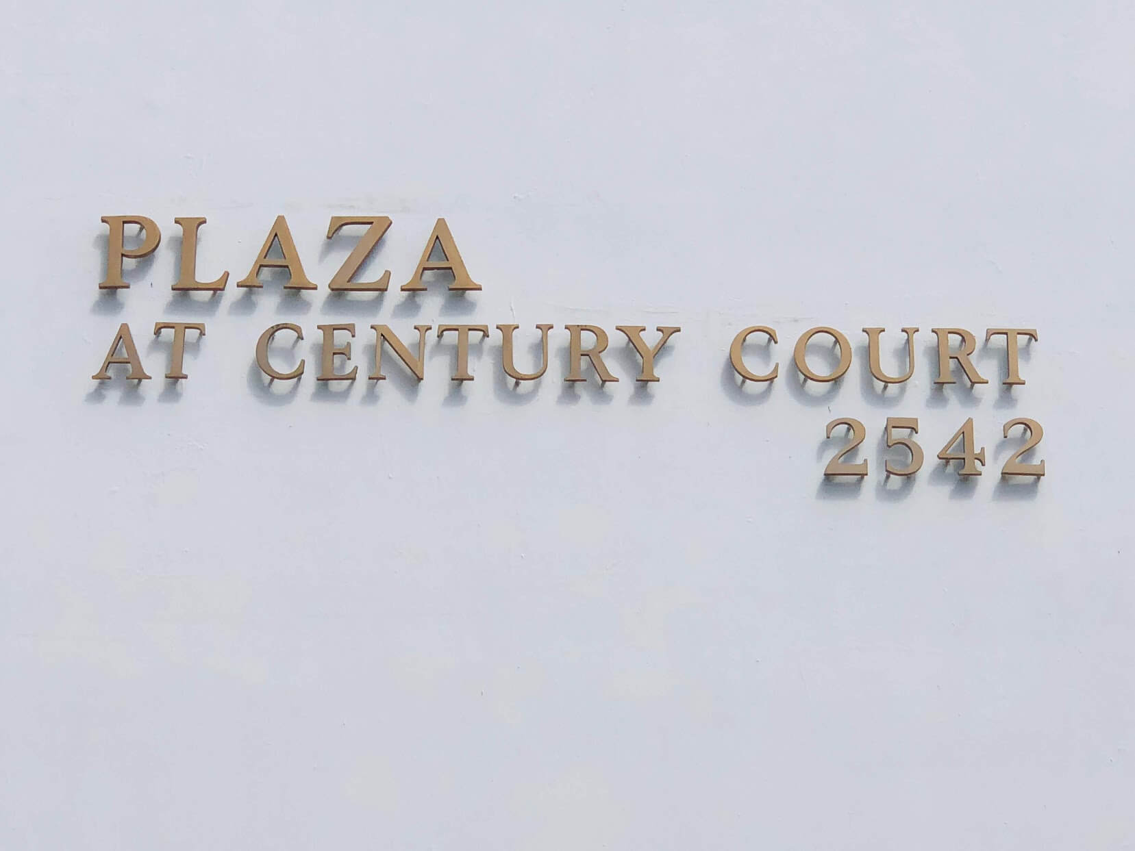 Plaza at Century Courtの看板