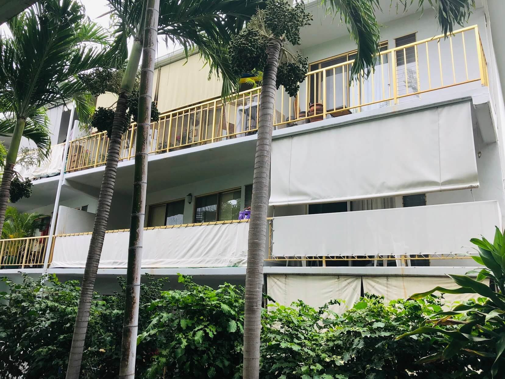 Pua Leahi Apartmentの外観