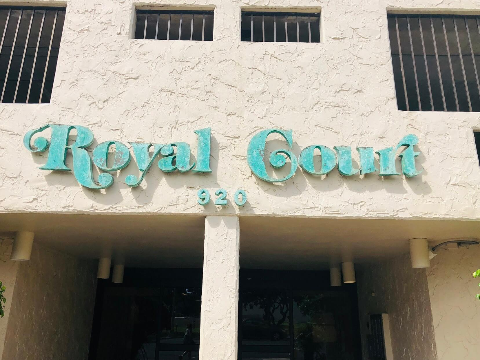 Royal Courtの看板
