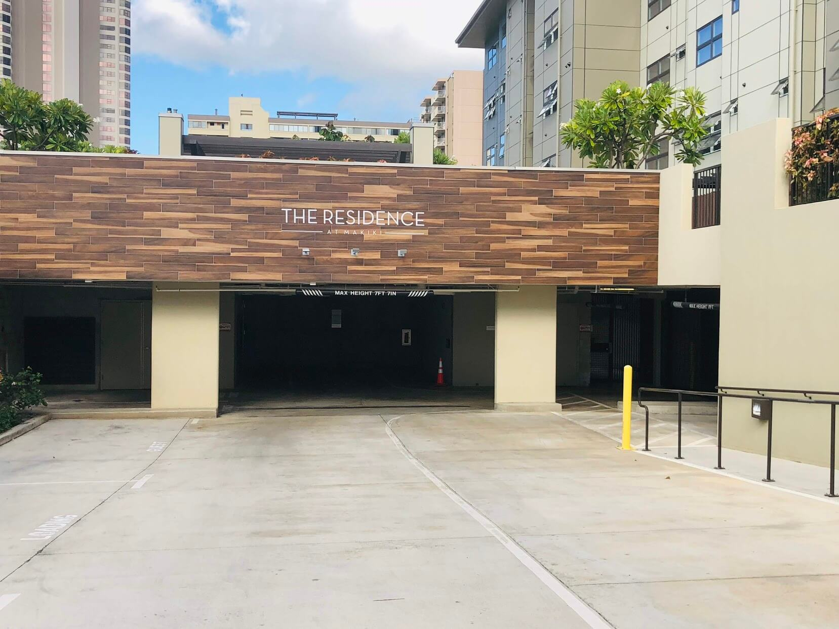 The Residence at Makikiの駐車場
